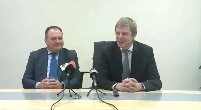 G.Kryževičius (kairėje) ir R.Šimašius spaudos konferencijoje