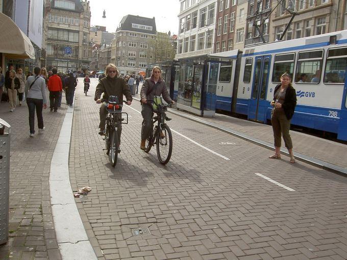 Dviračių takai Olandijoje platesni nei pėsčiųjų