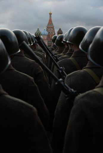 """AFP/""""Scanpix"""" nuotr./Karinio parado akimirka"""