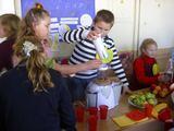 Organizatorių nuotr./Kelmės raj. Vaiguvos V. `imkaus vidurinės mokyklos mokiniai mini sveikos mitybos dieną