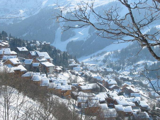 Wikimedia.org nuotr./Meribel. 10 ailčiausių pasaulio kalnų slidinėjimo kurortų