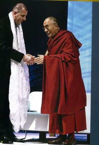 Asmeninio archyvo nuotr./Krepšininko ūgio R.Dutkiewiczius per dešimtmetį Vroclavo prezidento poste yra pažinęs daug garsenybių, tarp jų – ir Dalai Lamą