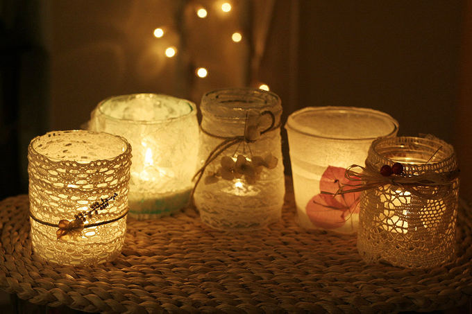 Rūtos Plonytės nuotr./Nėriniuotos žvakidės