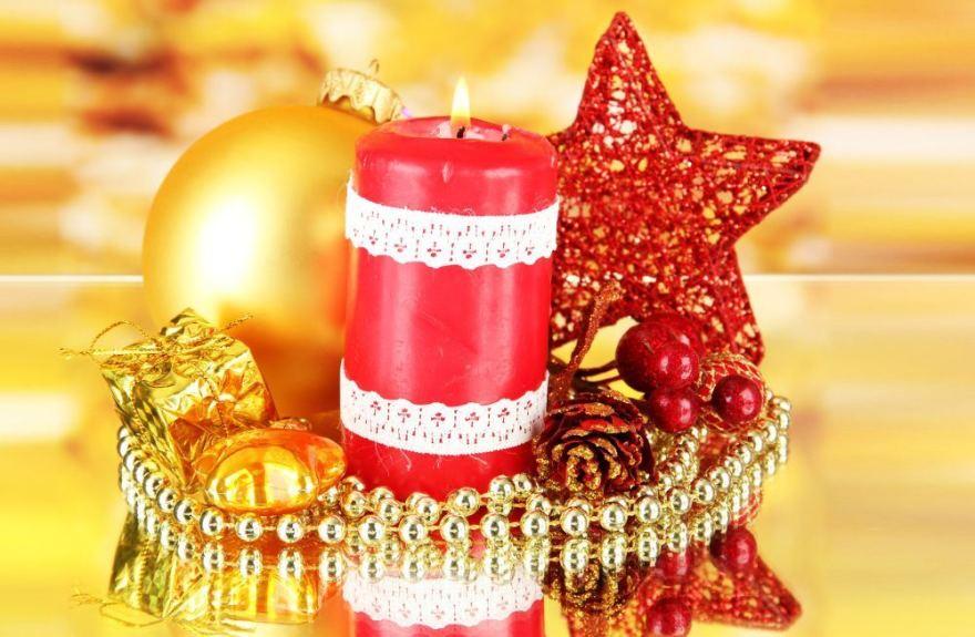 Fotolia nuotr./Nėriniais apklijuota žvakė