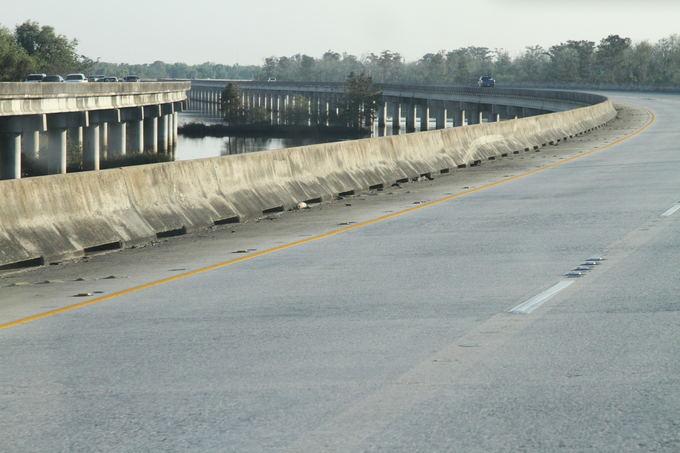 Evelinos ir Karolio nuotr. /Iki Naujojo Orleano važiavome ilgais keliais, kurie veikiau priminė tiltus per pelkes. Taip Misisipė iasisklaido į tūkstančius upelių ir upeliukų.