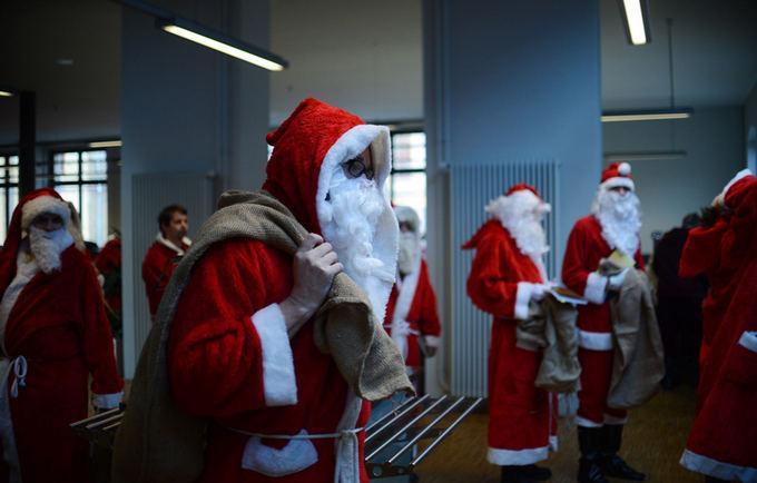 Scanpix nuotr./Kalėdų Senelių akademijos praktikantai
