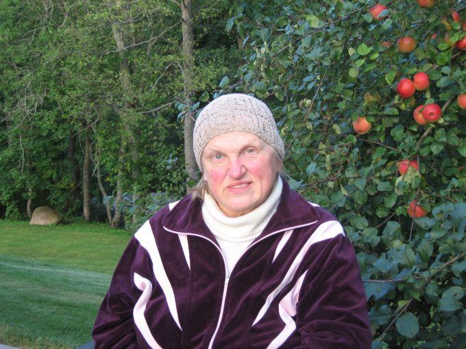 K.Prunskienė rugpjūčio mėnesį sodyboje Švenčionių rajone.
