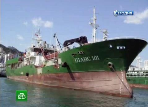 Rusijos žvejybinis laivas nuskendo Japonijos jūroje siaučiant audrai.