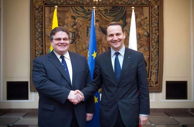 Lenkijos URM nuotr./Linas Linkevičius su Lenkijos kolega Radoslawu Sikorskiu.