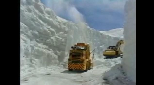 """Japonijoje užsnigo """"Tateyama Kurobe Alpine"""" kelias"""