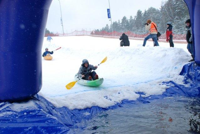 """Į lenktynes """"Snow Kaykak 2013"""" atvyko beveik pusantro šimto dalyvių"""
