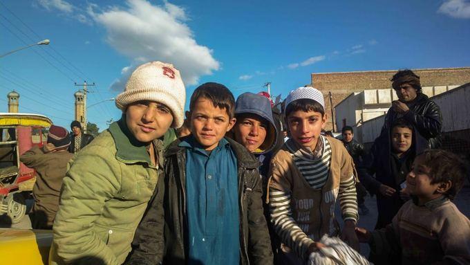 Be sienų nuotr./Herato vaikai atieka daug vyriakų darbų