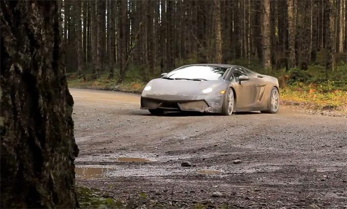 """Lamborghini Gallardo"" miško kelyje"