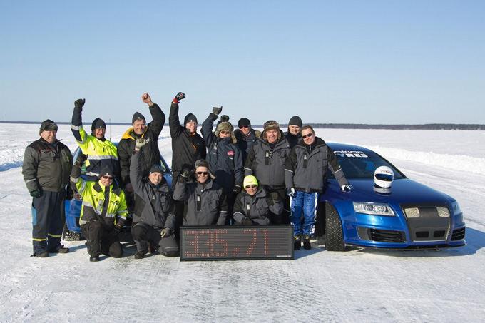 Audi RS6 ant užaalusios Baltijos jūros