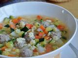 Neringos Kalasauskaitės nuotr. / Cukinijų sriuba su mėsos kukuliais