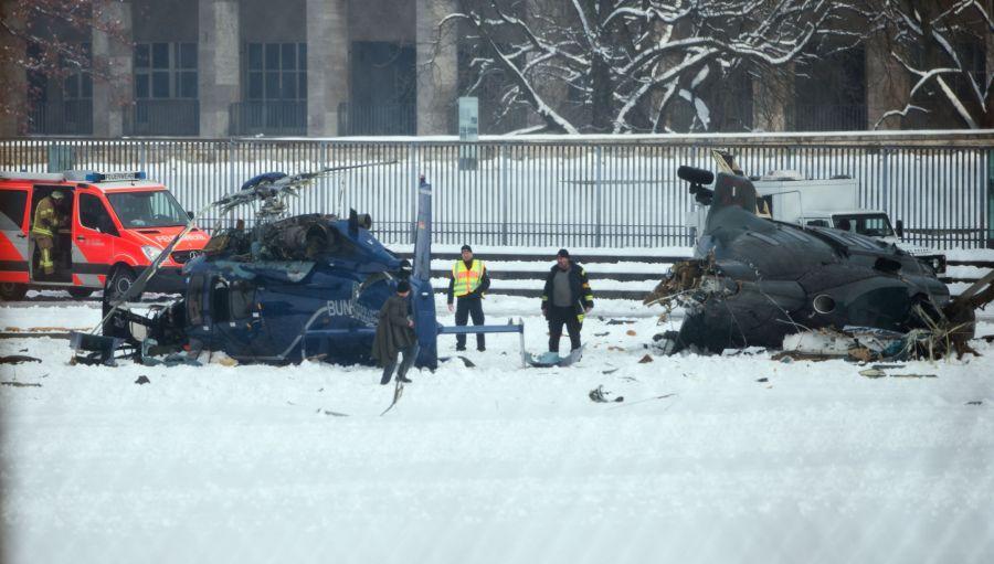 Berlyne susidūrus dviem sraigtasparniams žuvo vieno jų pilotas.