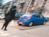 """Kadras iš filmuotos medžiagos/V.Gedvilienės automobilis """"Huyndai"""", užfiksuotas pažeidimo vietoje."""