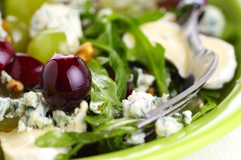 Gražgarsčių ir sūrio salotos