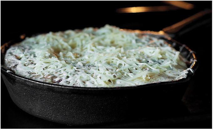Astos Černės nuotr. / Sūriu apibarstytas omletas