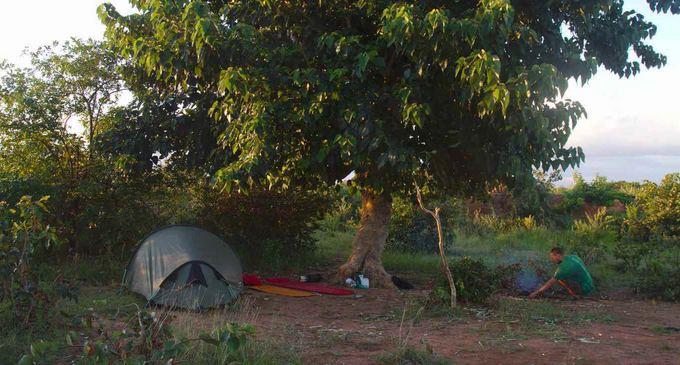 Evelinos ir Karolio nuotr./Stovyklavietė Afrikos krūmynuose