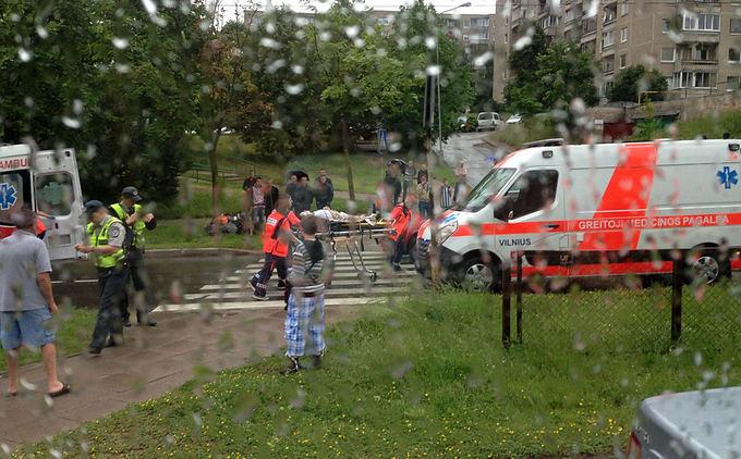 Įvykio liudininko Tado L. nuotr./Avarijos vietoje Vilniuje, Justiniakių g.