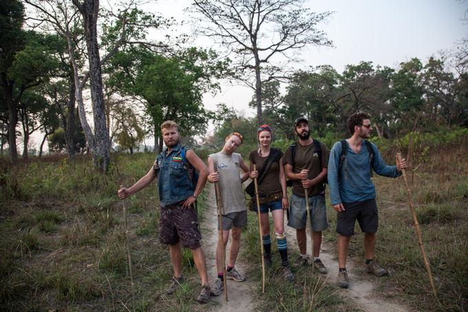 Be sienų nuotr./Pasipildžiusi Be sienų komanda narao po Nepalo džiungles