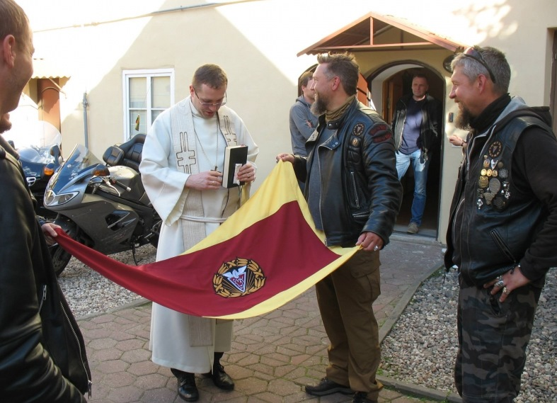 Vilniaus evangelikų liuteronų bažnyčioje palaiminta Lietuvos motociklistų klubo vėliava
