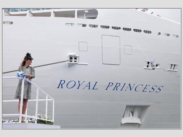 """Kembridžo kunigaikštienė krikštija laivą """"Royal Princess"""""""