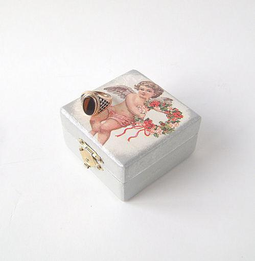 etsy.com nuotr. / Žiedui skirta dėžutė