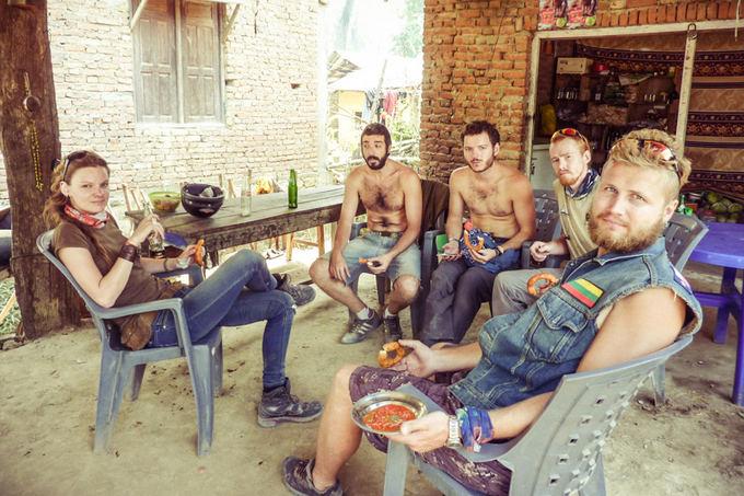 Be sienų nuotr./Motociklininkų komanda