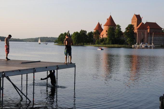 Gulbių ežero organizatorių nuotr./Scena Galvės ežere