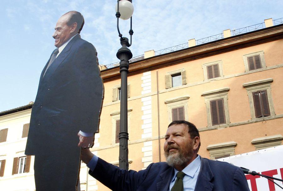 Mitingą Romoje surengė S.Berlusconi bičiulis, žurnalistas Giuliano Ferrara