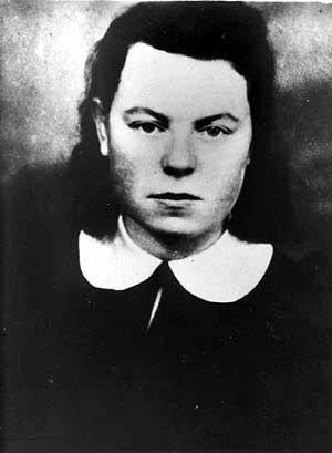 Partizanė Anelė Senkutė - Pušelė į tariamas savo sužadėtuves pakvietė Marijampolės komunistų žiedą