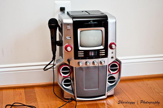 Flickr.com (Shardayyy) nuotr./Naudojimui namuose skirtas kompaktiakas karaokė aparatas