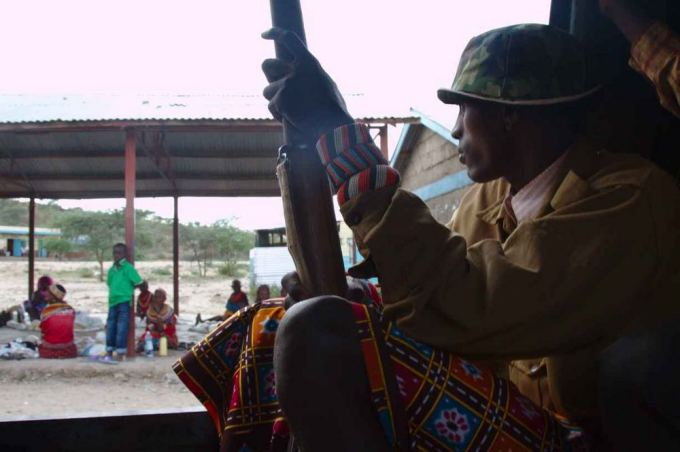 Evelinos ir Karolio nuotr./Kelyje link Etiopijos automobilyje reikalinga apsauga, nes pasitaiko ia Somalio kilusių banditų, Sifta.
