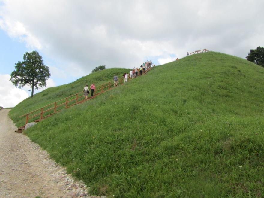 Justino Lingio nuotr./Pagramančio piliakalnis dažnai sulaukia lankytojų