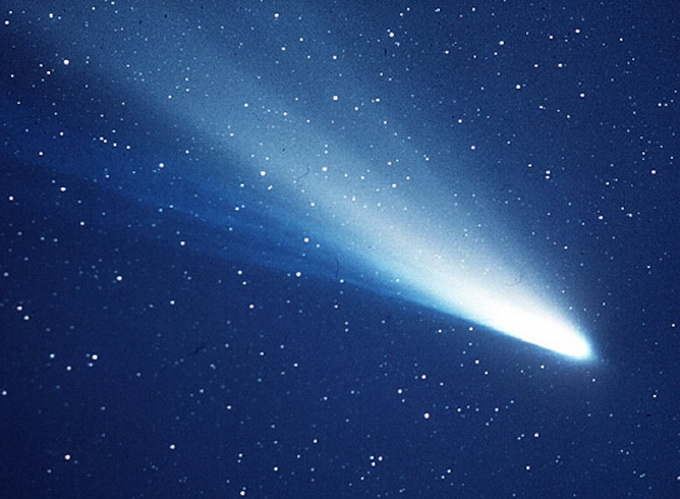 Halio kometa naktinio dangaus skliaute