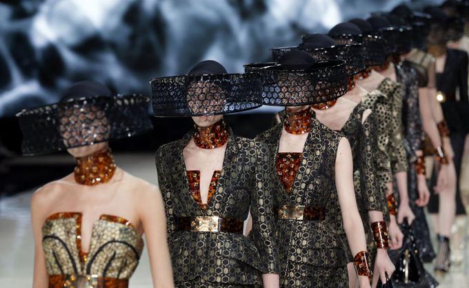Alexander McQueen 2013 m. pavasario/vasaros kolekcija.