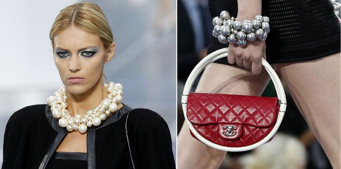 Kairėje: lenkų manenekė Anja Rubik demonstruoja Chanel 2013 m. pavasario/vasaros kolekcijos modelį. Deainėje: Karl Lagerfeld 2013 m. pavasario/vasaros kolekcija Chanel mados namams.