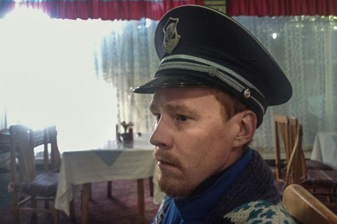 Bertos Tilmantaitės nuotr./Andrius pasimatavo komunistų kepurę