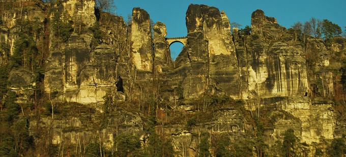Michael Pollak/ Flickr.com/creativecommons nuotr./Saksonijos `veicarijoje esančios Bastėjos uolos jau daugiau nei 200 m. sulaukia turistų ia viso pasaulio