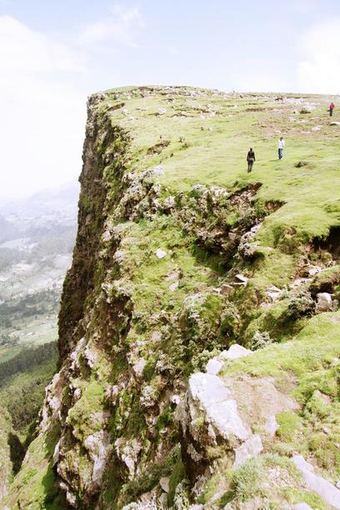 Evelinos ir Karolio nuotr./Uola nuo kurios Italams isiveržus į šalį buvo nustumiami etiopiečiai.