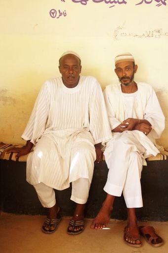 Evelinos ir Karolio nuotr./Šiaurės Sudano žmonės begalo gerašidžiai ir svetingi. Kur tik mes beidavome mus kviesdavosi prisijungti prie pietų stalo.