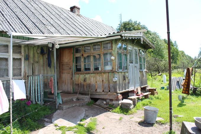 Lilijos Valatkienės nuotr./Namas, kuriame iki aiol gyvena Valteris Valenčius,  statė jo senelis. 1897 m. čia gimė  jo mama Marta Krischman.