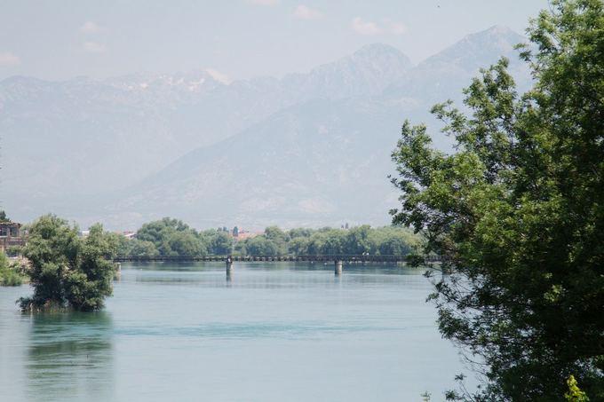 Evelinos ir Karolio nuotr./Albanijos žydros upės ir nustabūs kalnai