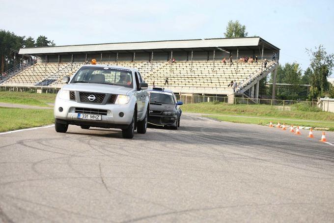 (Algirdo Venskaus nuotr.)/Nissan Navara pagalbos automobilis  nei vienas lenktynininkas nenori jo matyti priekyje