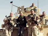 bloodtypemovie.com nuotr./Režisierė Leeni Linna su estų kariais Afganistane