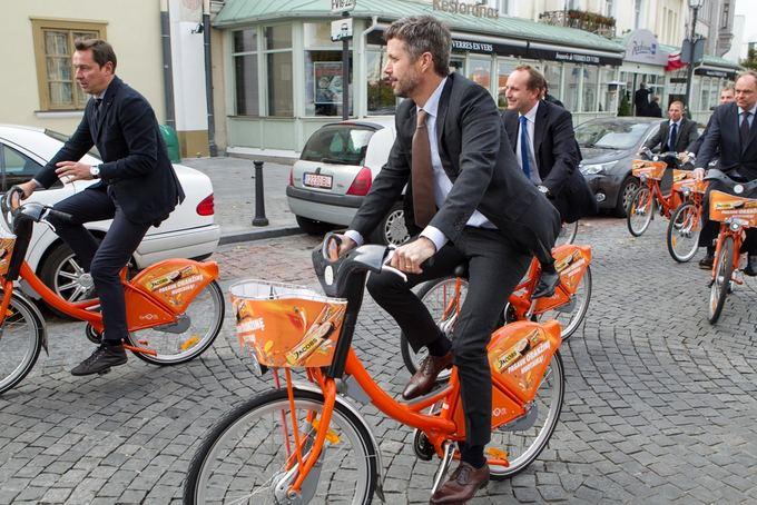 BFL/Vyginto Skaraičio nuotr./Vilniaus meras Artūras Zuokas ir Danijos princas Frederikas važinėjosi dviračiais