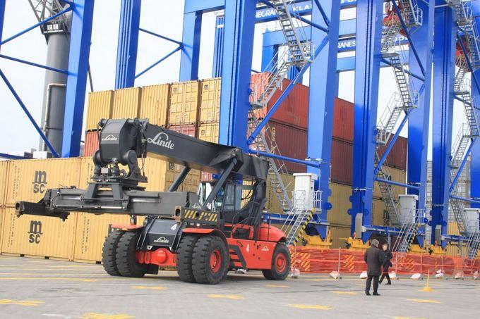 Aurelijos Kripaitės/15min.lt nuotr./Klaipėdos Smeltė pradėjo tarptautinio konteinerių paskirstymo terminalo statybas.