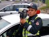 Kadras iš filmuotos medžiagos/Greitį matavęs pareigūnas